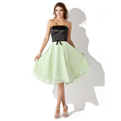 Chiffon Charmeuse Sleeveless A-Line/Princess Bridesmaid Dresses Strapless Bow(s) Knee-Length