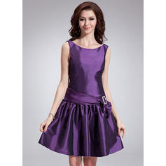 A-Line/Princess Scoop Neck Knee-Length Taffeta Cocktail Dresses With Sash Bow(s) (016008841)