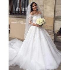 Off-The-Shoulder Ball-Gown Wedding Dresses Tulle Lace Appliques Half Sleeves Chapel Train