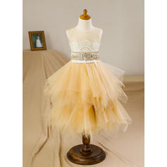 A-Line/Princess Scoop Neck Knee-length With Beading/Appliques/V Back Satin/Tulle Flower Girl Dresses