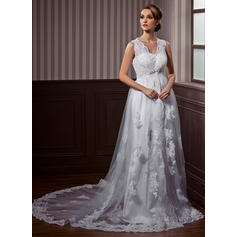A-Line/Princess Sweetheart Chapel Train Wedding Dresses With Lace Beading