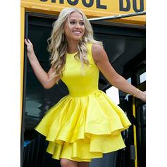 A-Line/Princess Scoop Neck Short/Mini Homecoming Dresses With Ruffle