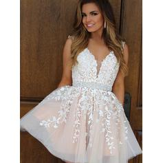 A-Line/Princess V-neck Short/Mini Tulle Homecoming Dresses With Appliques Lace