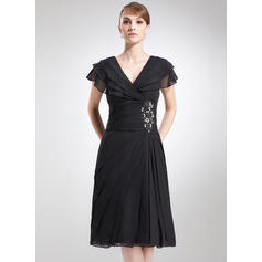 A-Line/Princess Chiffon Short Sleeves V-neck Knee-Length Zipper Up Mother of the Bride Dresses