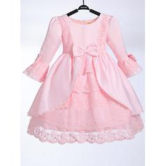 A-Line/Princess Scoop Neck Knee-length With Bow(s) Taffeta/Lace Flower Girl Dresses