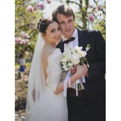 Fashion V-neck Sheath/Column Wedding Dresses Sweep Train Lace