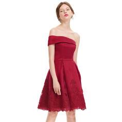 Seule-épaule Longueur genou Forme Princesse Satiné Robes de cocktail (016134486)