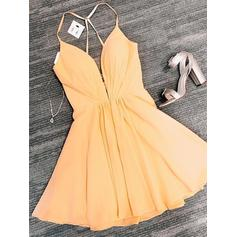 A-Line/Princess V-neck Short/Mini Homecoming Dresses With Ruffle