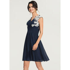 A-Line V-neck Knee-Length Chiffon Cocktail Dress With Appliques Lace