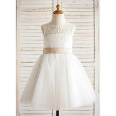 A-Line/Princess Knee-length Flower Girl Dress - Tulle/Lace Sleeveless Scoop Neck With Sash/Bow(s)/Back Hole (010092616)