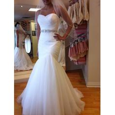 Trumpet/Mermaid Sweetheart Chapel Train Wedding Dresses With Ruffle Beading (002144824)