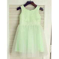 A-Line/Princess Scoop Neck Knee-length With Pleated Tulle/Sequined Flower Girl Dresses (010212014)