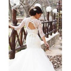 Madre de encargo de los vestidos de novia