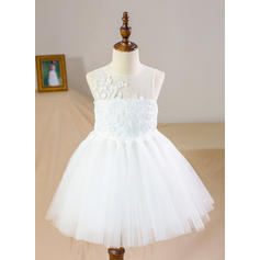 A-Line/Princess Scoop Neck Knee-length With Appliques Satin/Tulle/Lace Flower Girl Dresses