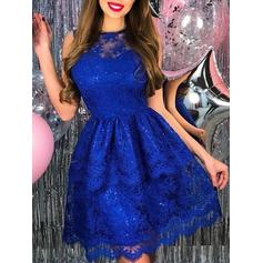 A-Line/Princess Scoop Neck Short/Mini Homecoming Dresses With Appliques