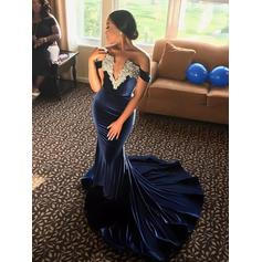 Velvet Sleeveless Trumpet/Mermaid Prom Dresses Off-the-Shoulder Appliques Lace Sweep Train