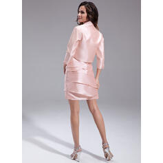 Forme Fourreau Encolure carrée Court/Mini Taffeta Robe de mère de la mariée avec Emperler Robe à volants (008006101)