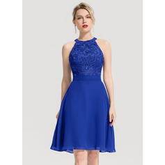 A-Line/Princess Scoop Neck Knee-Length Chiffon Homecoming Dress With Appliques Lace Sequins