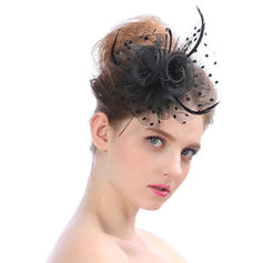 Damer' tappning utformar Tyll Fascinators