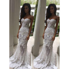 Trumpet/Mermaid Sweetheart Sweep Train Wedding Dresses With Beading