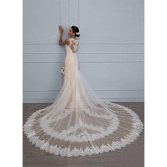 Sheath/Column V-neck Royal Train Lace Wedding Dress (002117108)