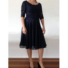 A-Line/Princess Scoop Neck Chiffon Flattering Mother of the Bride Dresses