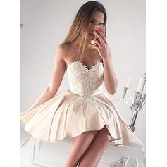 A-Line/Princess Sweetheart Short/Mini Homecoming Dresses With Ruffle Appliques Lace