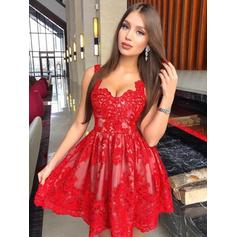 Appliques A-Line/Princess Short/Mini Lace Homecoming Dresses