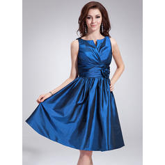 A-Line/Princess Taffeta Bridesmaid Dresses Ruffle Flower(s) V-neck Sleeveless Knee-Length