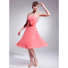 A-Line/Princess Chiffon Sleeveless Knee-Length Flower(s) Pleated Cocktail Dresses