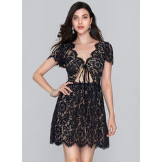A-Line/Princess V-neck Short/Mini Lace Homecoming Dresses (022214149)
