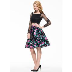 A-Line/Princess Square Neckline Knee-Length Lace Homecoming Dresses (022214063)