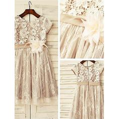 A-Line/Princess Scoop Neck Knee-length With Flower(s) Lace Flower Girl Dresses