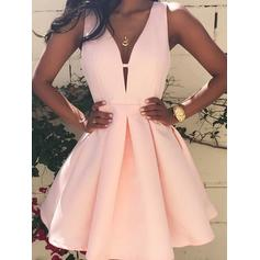 A-Line/Princess Satin Homecoming Dresses V-neck Sleeveless Short/Mini