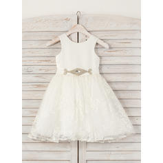 A-Line/Princess Scoop Neck Knee-length With Rhinestone Satin/Lace Flower Girl Dresses