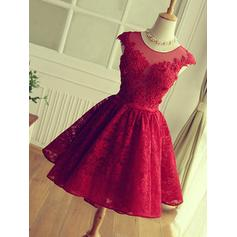 A-Line/Princess Scoop Neck Knee-Length Homecoming Dresses With Appliques Lace
