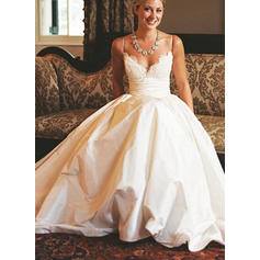 2 bröllopsklänningar