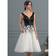 A-Line V-neck Knee-Length Organza Wedding Dress With Lace