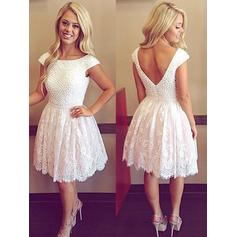 A-Line/Princess Tulle Lace Cocktail Dresses Beading Scoop Neck Short Sleeves Knee-Length