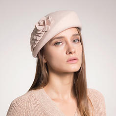 Vackra Och Ull med Siden blomma Basker Hat