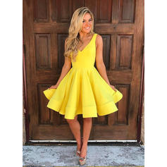 A-Line/Princess Ruffle Homecoming Dresses V-neck Sleeveless Short/Mini Knee-Length