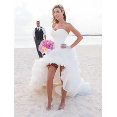 A-Line/Princess Sweetheart Chapel Train Wedding Dresses With Ruffle