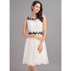 A-Line/Princess Scoop Neck Chiffon Sleeveless Knee-Length Ruffle Appliques Lace Homecoming Dresses