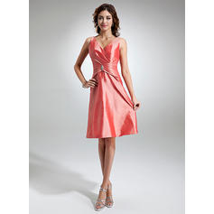 A-Line/Princess Taffeta Bridesmaid Dresses Ruffle Crystal Brooch V-neck Sleeveless Knee-Length