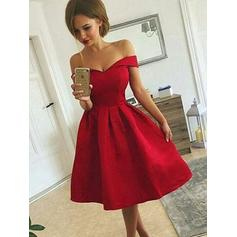 A-Line/Princess Off-the-Shoulder Knee-Length Satin Homecoming Dresses With Ruffle (022212451)