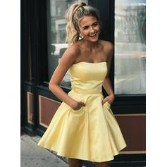 A-Line/Princess Short/Mini Strapless Homecoming Dresses