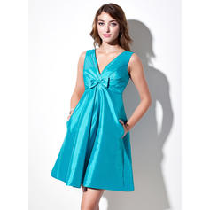 A-Line/Princess Taffeta Bridesmaid Dresses Ruffle Bow(s) V-neck Sleeveless Short/Mini (007004144)