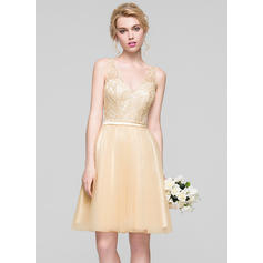 A-Line/Princess V-neck Knee-Length Tulle Homecoming Dresses With Ruffle Beading Sequins (022214130)