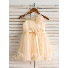 A-Line/Princess Knee-length Flower Girl Dress - Tulle Sleeveless Scoop Neck With Flower(s) (010093192)