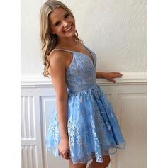 A-Line/Princess V-neck Short/Mini Homecoming Dresses With Appliques (022219322)